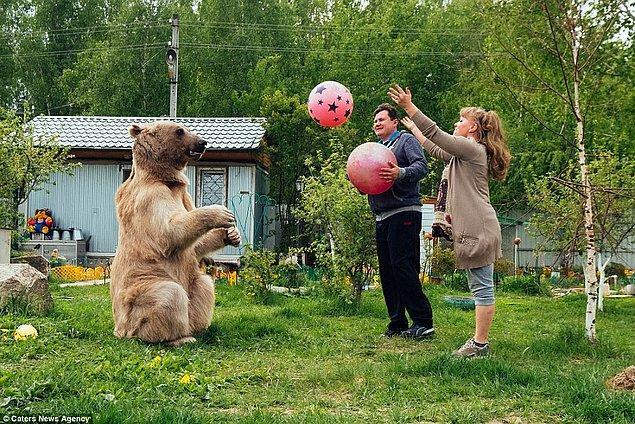 En büyük tutkusu ise futbol.
