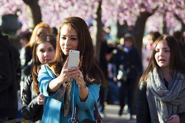 Yeni bir araştırmaya göre selfie çekmek çevremizdekilerin bizi nasıl gördüğünü ve hatta bizim kendimize olan bakışımızı değiştirmiş durumda.