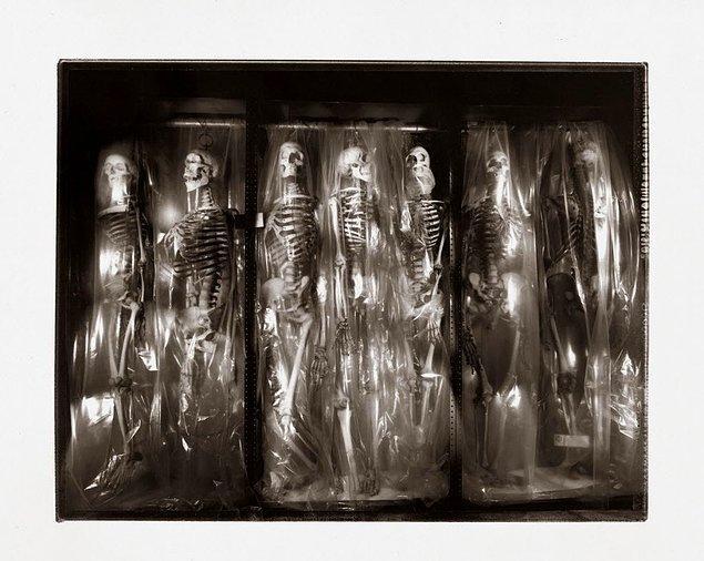 7. Çok eskiden kalma materyal ve insan kalıntıları da dahil...