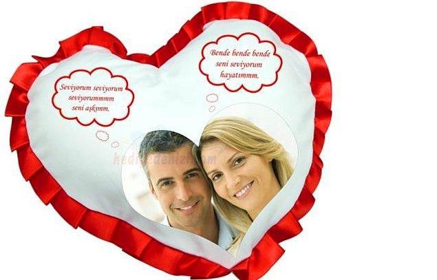 2. Yastık, kupa, kırlent derken evi sevgilisinin resminin olduğu hediyelik eşyalarla doludur.