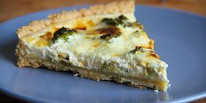 Sevilmeyen Brokolinin Peynir ve Kıtır Hamurla Birleşimi: Peynirli Brokoli Kiş Tarifi