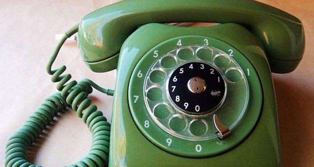 3. Arkadaşın Bob'da telefonun doğru mu kayıtlı; kontrol etmek istiyorsun ama kendisine direkt olarak soramazsın...