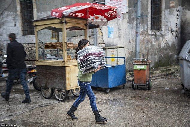 Daha da kötüsü atölyede çalışan çocukların bazıları ailelerini Antakya'da bırakıp çalışmak için Gaziantep'e gelmişler