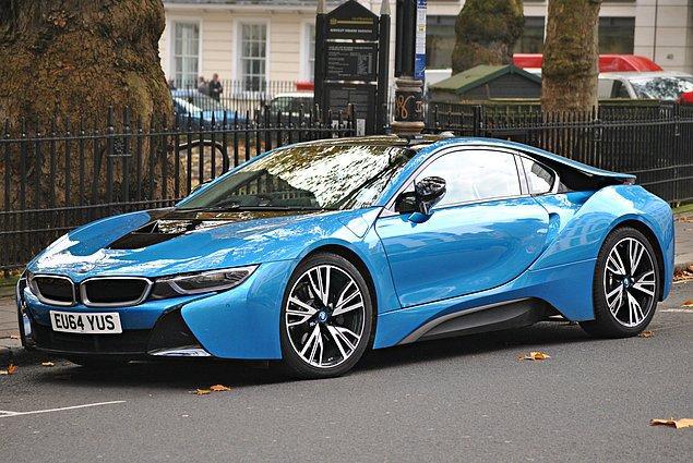 15. Son sorumuz güncel bir soru. Elektrikli motor ve güçlü bir benzinli motorun kombinasyonu BMW i8'in 0-100 km/sa hızlanması kaç saniyedir?