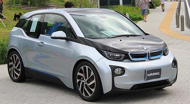 5. BMW'nin şehir hayatı için tasarlanmış, eDrive özellikli, sürdürülebilir, 0 emisyonlu aracı aşağıdakilerden hangisidir?