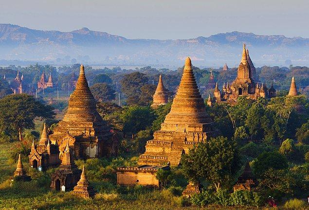 2. 4400 tapınak arasından bisikletlerle tur yapabileceğiniz Bagan Tapınakları