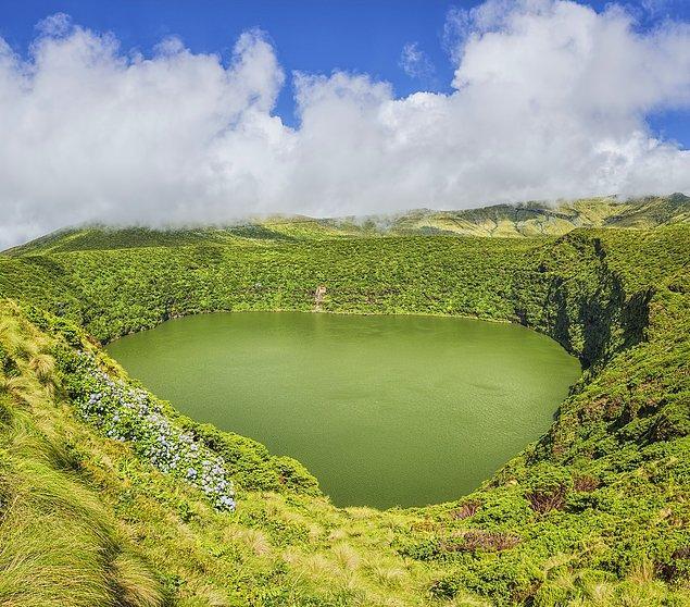9. Gözünüzün seçebildiği tüm yeşilleri bünyesinde barındıran Flores Adası