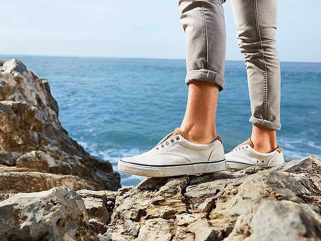 13. Yaz mevsiminde ayakkabılarınızı çorapsız giymeyin.