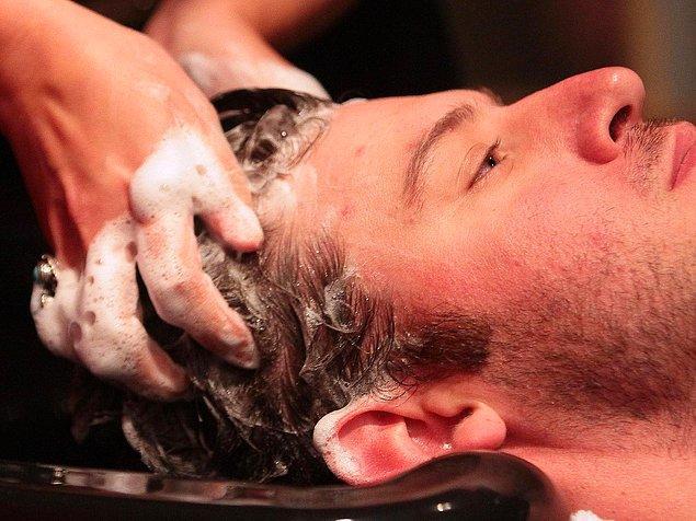 15. Saçlarınızı her gün değil, haftada üç kez şampuanla yıkayın.