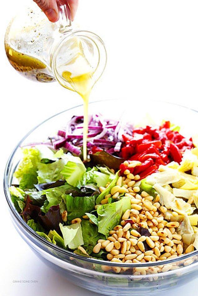 4. Bir de böyle deneyin: Dolmalık fıstıklı enginar salatası