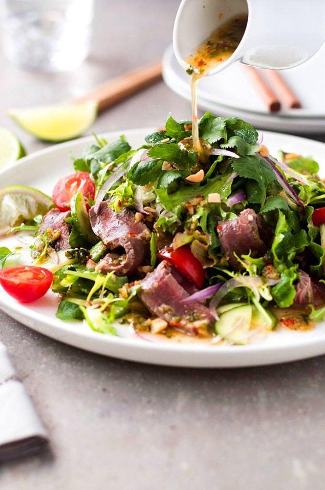 5. Tek başına bir öğün: Thai usulü biftek salatası