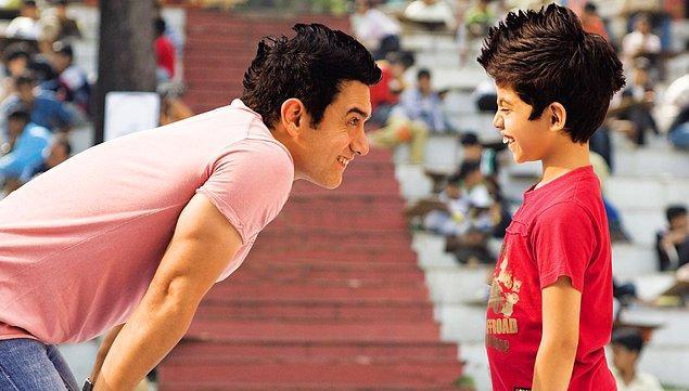 12. Hollywood'da özellikle son dönemlerde zekice kurgulanmış bilim kurgu filmleri yapılırken Bollywood'da daha çok siyaset, eğitim, din gibi sosyal konulara değinen ve eleştiren dram filmleri yapılır.
