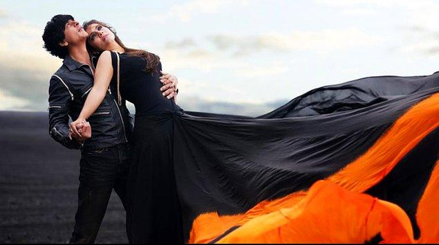 13. Hollywood'da bir kızla tanışınca hemen akşamında seks yapılır, sonra aşık olunur. Bollywood'da ise önce aşık olunur sonra o kızla dünyanın en güzel mekanlarında şarkı söylediğin hayal edilir.