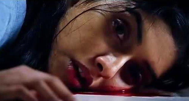 14. Hollywood'da aşıklar birbirini aldatabilir veya gündelik problemlerden dolayı ayrılabilir. Bollywood'da ise onları ancak ölüm ayırır.