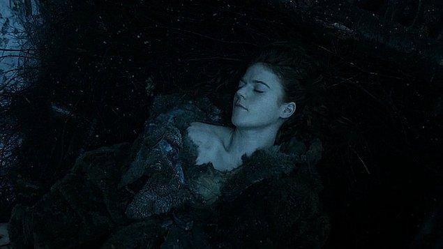 Sonuç olarak Ygritte öldü. Dudağında yarım bir sevdanın hüznü, aslan gibi göğsü türküler içinde... Cesedini Jon kendi elleriyle ateşe verdi.