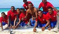 Bir de 'Hayvan' Diye Küfür Ederler: Selfie Çekeceğiz Diye Köpekbalığına Kıydılar!