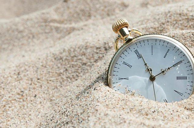 14. Dünya'nın dönüş hızı zaman içerisinde değişmektedir. Eğer dinozorların yaşadığı çağda olsaydık bir gün 23 saat olacaktı.