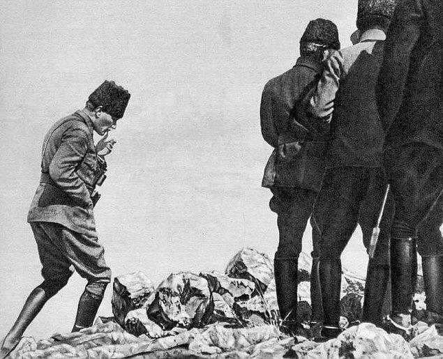 """15. Son olarak Atatürk, """"Ordular! İlk hedefiniz Akdeniz'dir, İleri!""""   emrini hangi tarihte vermiştir?"""