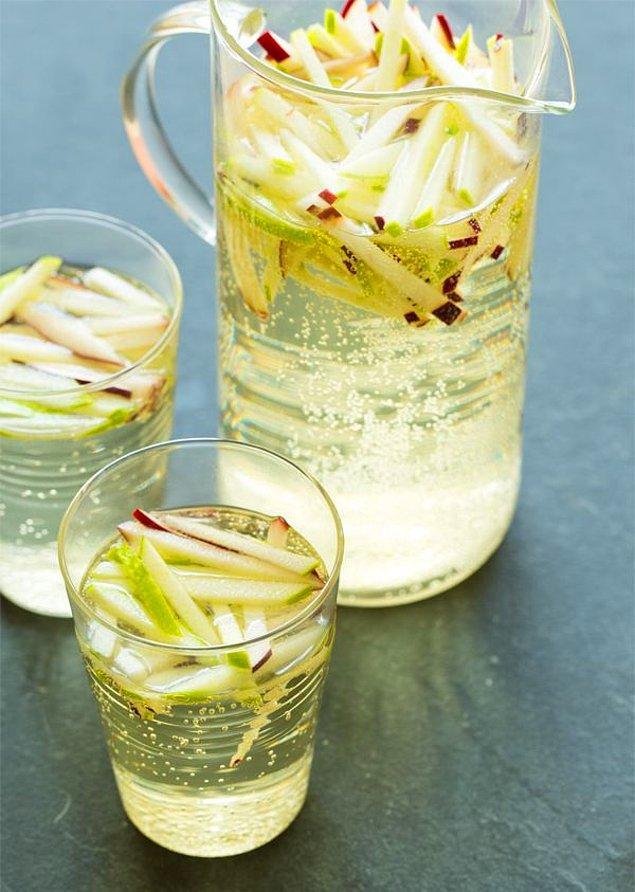 9. Yaz elması diye bir gerçek var ki şaraba mükemmel uyuyor!