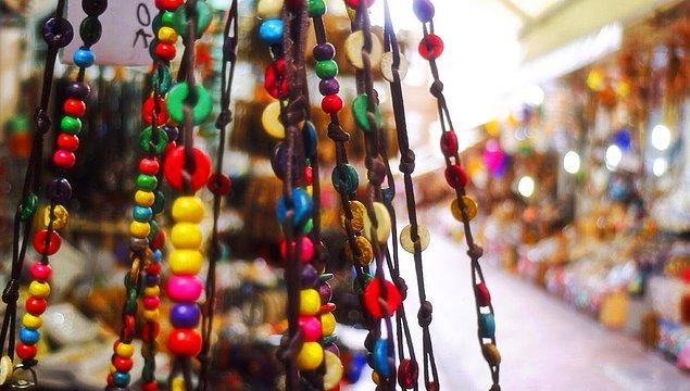 Çekiciler Çarşısı, Amasra merkezinde, yöreye özgü el emeği, göz nuru hediyelik ürünlerin satıldığı küçük bir çarşı...