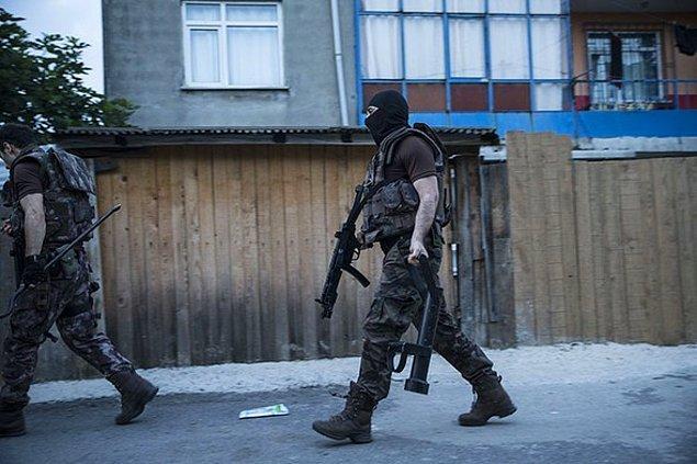 İzmir'de 9 gözaltı