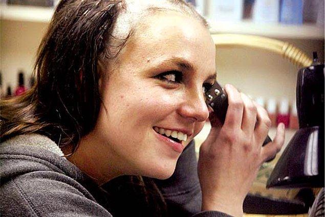 6. Britney Spears'ın bütün dünyanın gözleri önünde eriyip gittiği bir dönem yaşandı. 😔😔