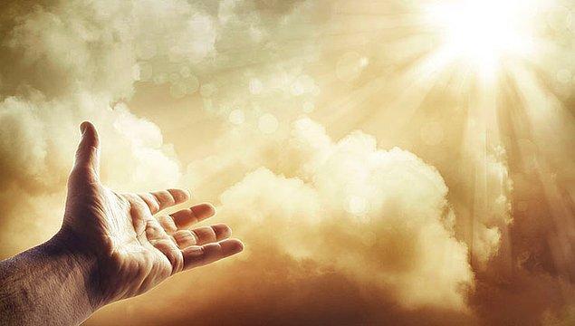 5. Neyse ki Tanrı, her ne kadar kolay kızdığı söylense ve talepkarlığıyla maruf olsa da asla incinmez, incitilemezdi.