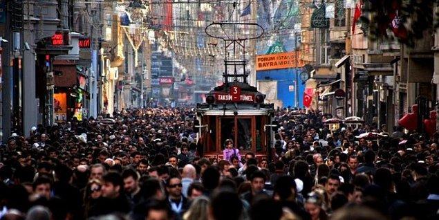 8. İstanbul kontrolsüz büyümüştü ve genişlemeye devam ediyordu - bu canım şehr-i şehir, sindirebileceğinden fazlasını mideye indirdiğini fark etmeden, hala etrafta yiyecek arayan şişkin bir Japon balığını andırıyordu.