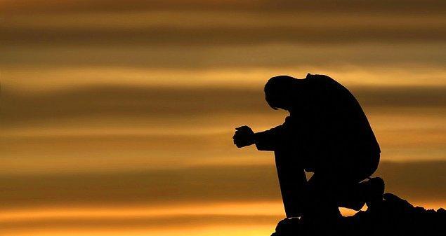 18. Ne var ki dua etmenin hesaba katmadığı bir zorluğu vardı: Tek seslilik gerektiriyordu. Başından sonuna kadar tek, tutarlı bir çizgi.