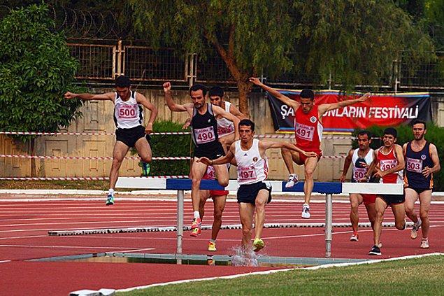 4. Diğer bir görüşe göre de sporcular başarılı oldukları sürece hangi takımlarda bulunduklarının bir önemi yoktur.
