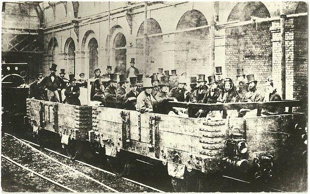 6. Londra Metrosu'nda yer altına yapılan ilk yolculuk, 1862.