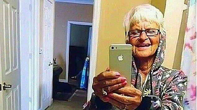6. Ayna gördüğünde selfie çekmekten kendini alıkoyamayanlar.