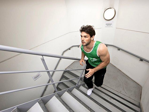 4. Etrafta kimse yoksa merdiven çıkarken canavara dönüşürler.