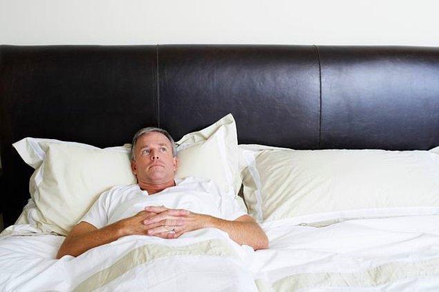10. Yataklarında osuracakları zaman üstlerindeki örtüyü açarlar.