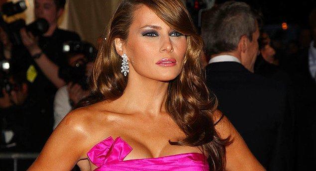 Donald Trump'ın eşi Melania Trump ise Yugoslavya doğumlu bir emekli manken; Michelle Obama'ya kıyasla daha pasif bir karakter.