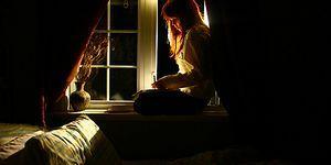 Geceleri Zihnindeki Seslere Eşlik Edecek Müzik Arayan Bünyeler İçin 13 Klas Şarkı
