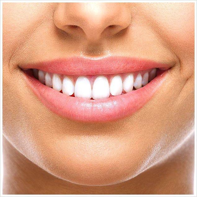 16. Sağlıklı dişlere sahip olmak istiyorsanız günde iki kez 150 gr yağsız peynir tüketin. Peynirdeki kalsiyum diyetini kuvvetlendirir, dişleri sağlamlaştırır.