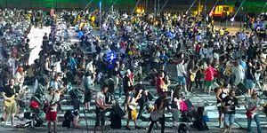 1200 Müzisyen Tek Bir Ağızdan Nirvana'nın 'Smells Like Teen Spirit' Şarkısını Söyledi