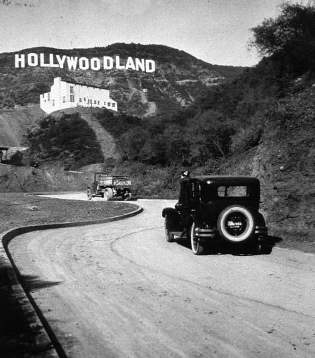 23. Kısa bir zaman önce tamamlanan orijinal 'Hollywood' işareti, 1923.
