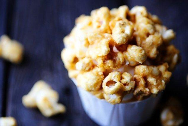 8. Ahh eskiden sinemalarda şekerli patlamış mısır olurdu...