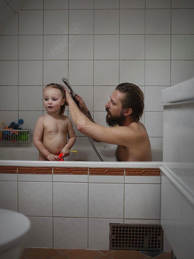 """1. Fotoğrafçı Johan Bävman """"babalık izni"""" ile ilgili dikkat çekmek amacıyla bir fotoğraf projesi oluşturuyor."""