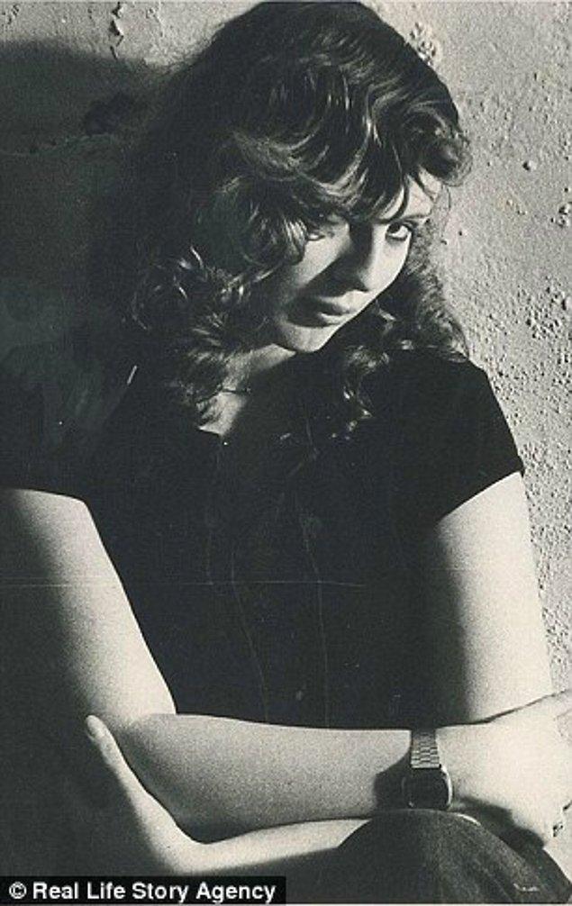 20'li yaşlarında da gayet seksi olan Juney, hala gençlerin sevdiği müzikleri seviyor.