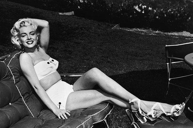 21. Retro bikini övmüşken Marilyn Monroe'dan da bir örnek koyup bırakıyorum. Üç beş kilonun stresini yapmayın, retro giyinin!