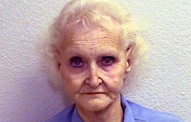 Alkolik bir anne babanın tek çocuğu olarak dünyaya gelen Dorothea Puente, 4 yaşında iken babasını, 6 yaşına geldiğinde de annesini kaybetti.
