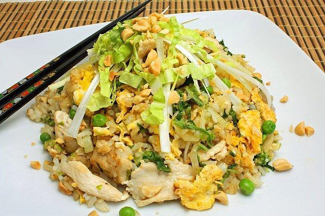 5. Çinliler de lahanadan vazgeçemiyor... Lahanalı Çin pilavı.