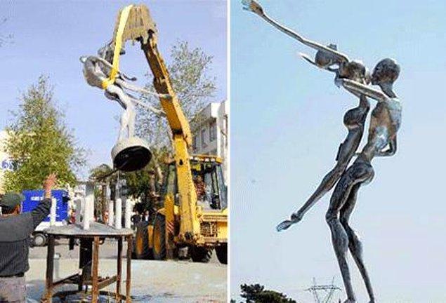 """8. Kimi zaman """"çirkin"""" kimi zaman """"müstehcen"""" olduğu düşüncesiyle heykelleri parçalar ya da kaldırır bunlar."""