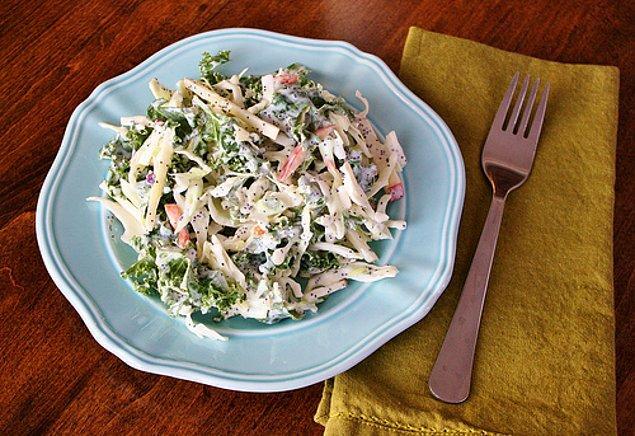 9. Hem hafif hem de tam yaz için ideal bir tarif: Yoğurtlu Lahana Salatası