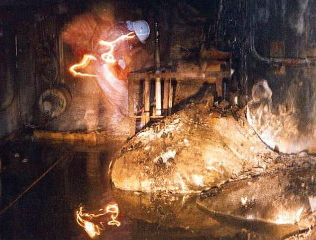 2. Çernobil Faciası'ndan sonra içeride kalan radyoaktif yakıtın adı farklı şeklinden dolayı Fil Ayağı olarak biliniyor.