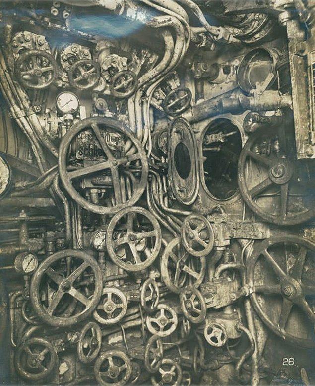 5. 1918 senesinde batan Alman denizaltısının kontrol odası.
