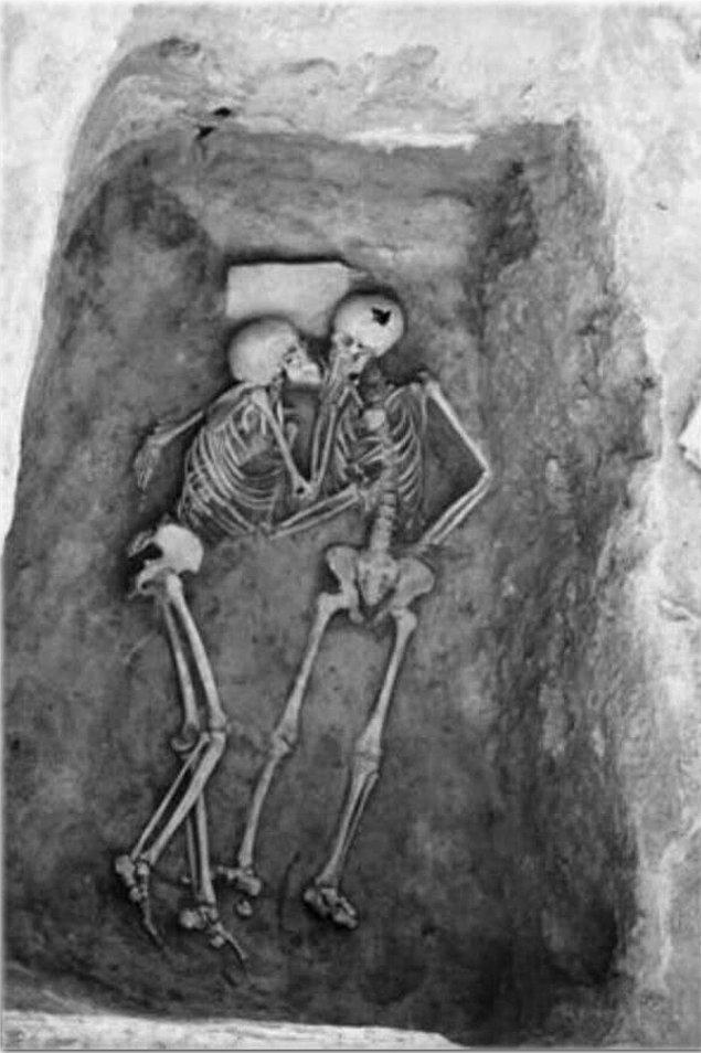 23. 2800 yıllık bir öpüşme.